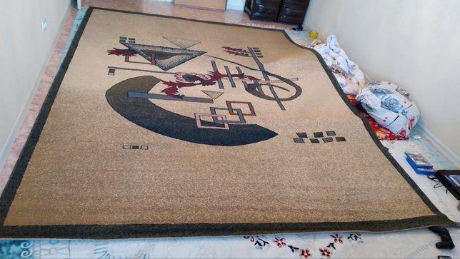 Продажа ковер в отличном состояний длина 3.50м. ширина 2.50м. 20000тг.