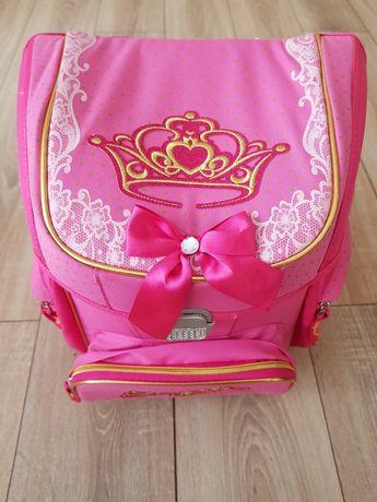 Школьный рюкзаг для девочки.