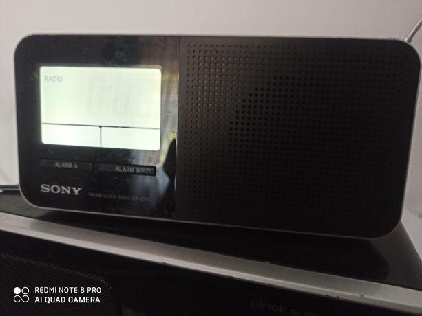 Vând radio Sony