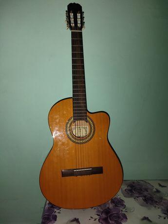 Гитара сатылады ...