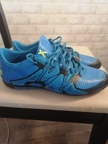 Футболни обувки за зала и трева