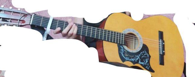 продам гитару с комплектующим (акустика)