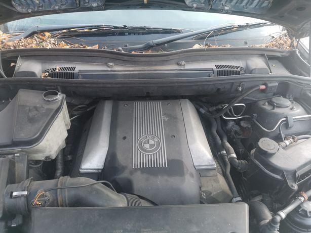 Dezmembrez motor bmw 4.4i M62B44