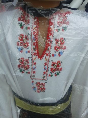 Бродирани ризи