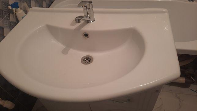 Раковина и шкаф для ванны