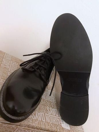Guess, pantofi Oxford de piele lacuita, NOI