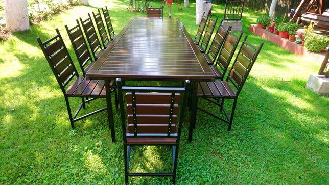 Masa cu 12 scaune