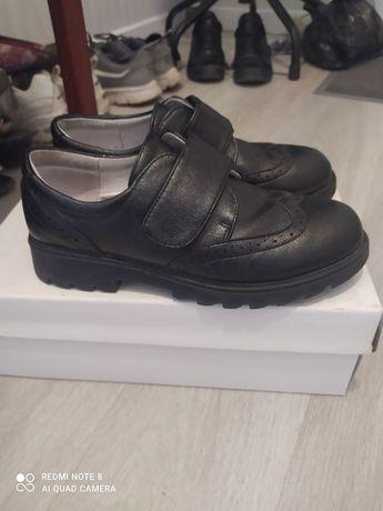 Обувь для девочки 35 размер, почти новые