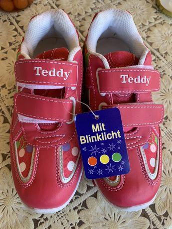 Продавам чисто нови детски обувки