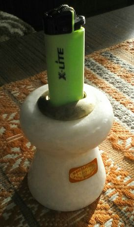 Продавам стойка държач за газова запалка