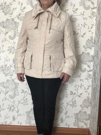 Продам белую куртку на осень