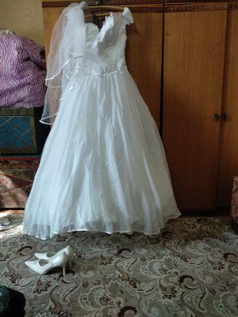Платье свадебное размер 48-52 корсет