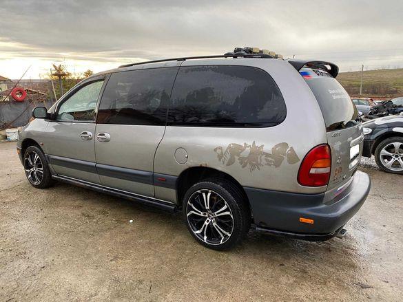 Само на части Chrysler Grand Voyager 2,4 - 3,3 и 3,8