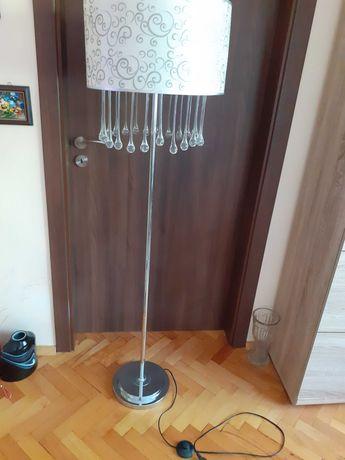 Висок лампион в сребърно със стъклени висулки