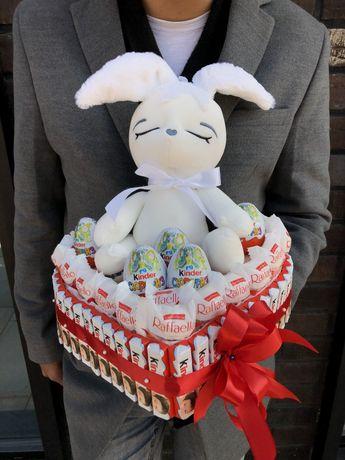 Подарок из конфет киндер.Сладкая корзина.Сладкий букет.Мишка со сладос