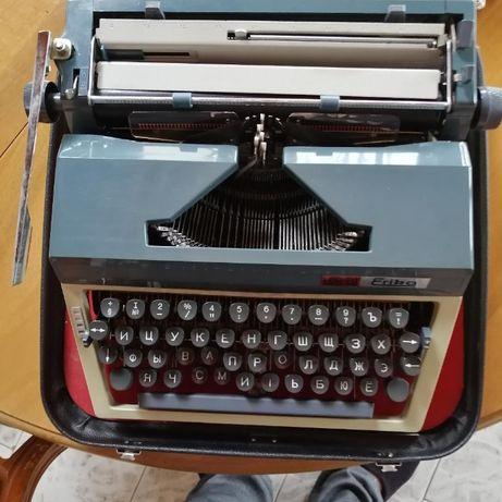 Механична пишеща машина ERIKA.