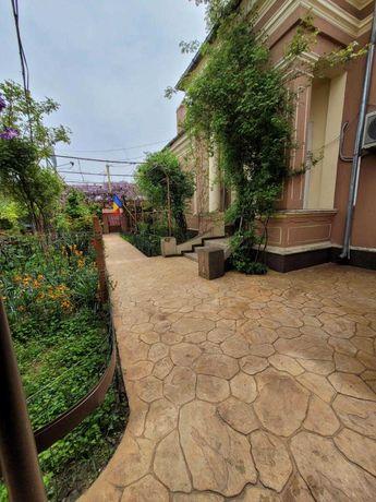 Casa la curte in suprafata de 1200 mp, zona a-I-a urbana