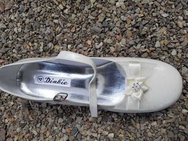 Vand mai multe perechi de pantofi de fetițe