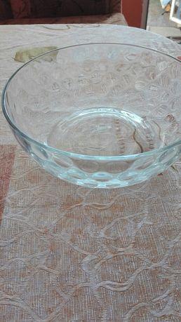 Голяма стъклена купа