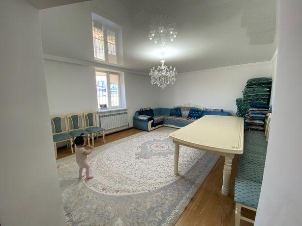 стол для гостиной со стульями