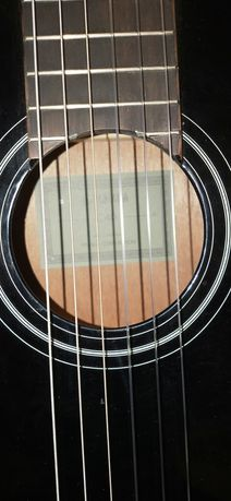 Продам акустическую гитару
