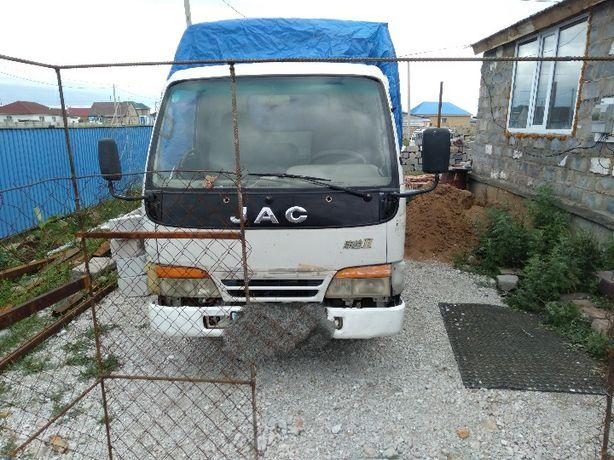 Продам грузовой jac. Длина 4.2м.об. 2.5 дизель.