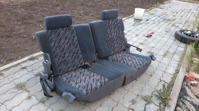 Продам сиденья для третьего ряда Toyota