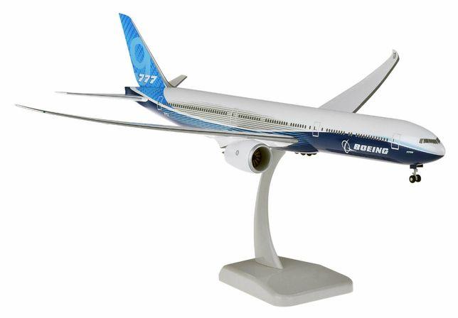 Модель самолета Boeing 777-9 в раскраске Boeing, масштаб 1/200