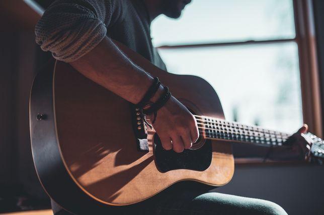 Ищем преподавателя гитары и укулеле!