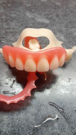 Стоматолог зубной протез