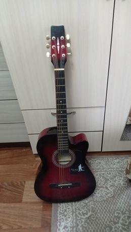 Продам Гитару за 10.000