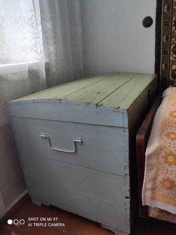 Старый деревянный сундук