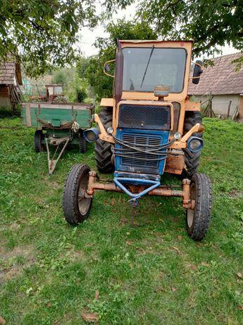 Vând tractor cu plug