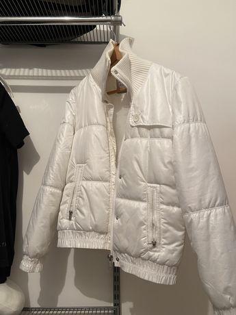 Белая осенняя куртка от Американского бренда DKNY jeans