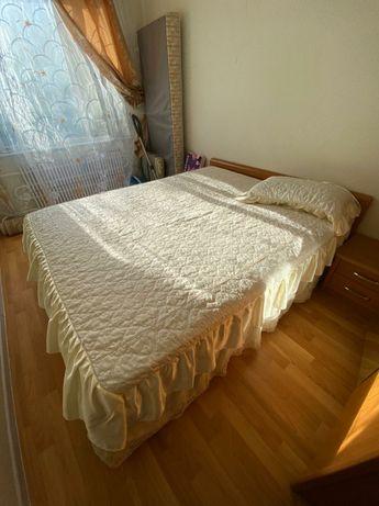 Кровать, шкаф, тумбы, зеркало