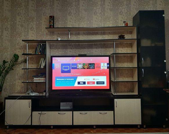 Зальный гарнитур с подставкой для большого  телевизора.