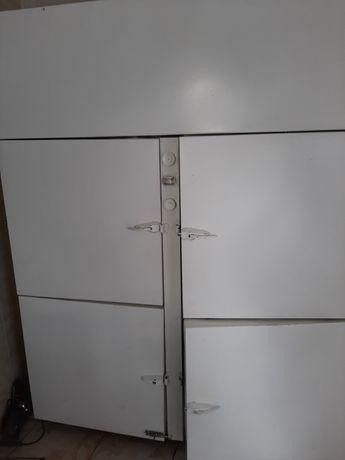 Продам поомышленные холодильники.