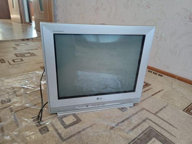 Продам ковры, палас, телевизор в хорошем состоянии