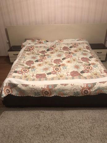Продам кровать двухспальную с матрасом.