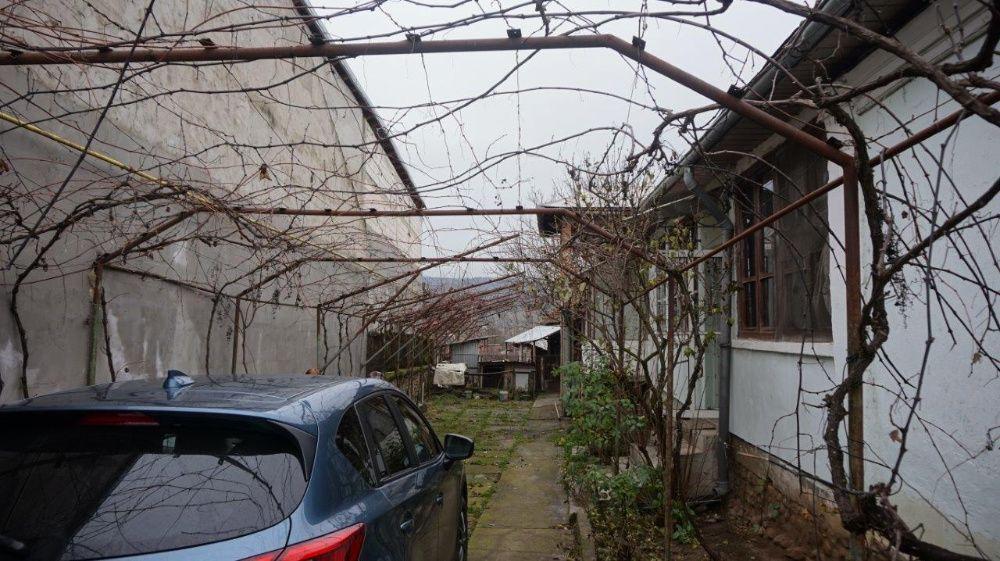 Casa cu teren in Targu Carbunesti