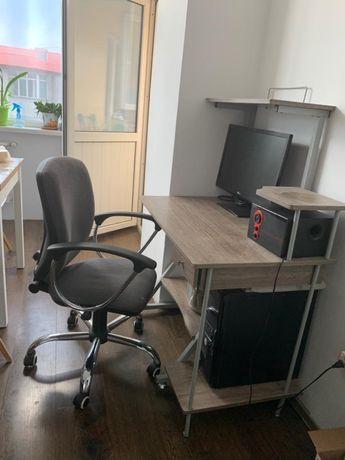 Компьтерный стол и кресло