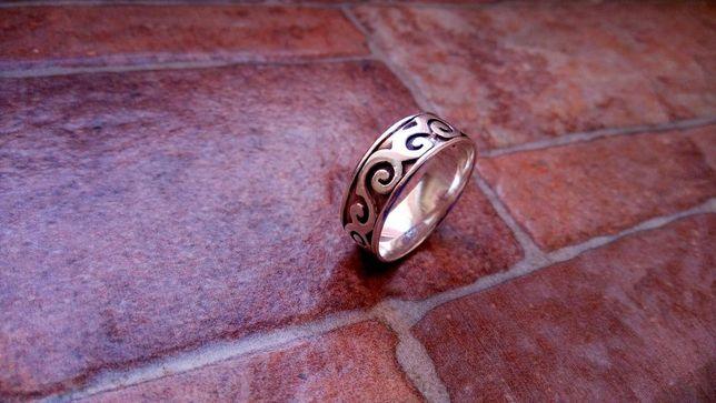 Inel argint model deosebit