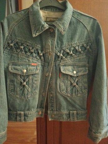 Куртка для девочки, джинсовая,3000 тенге.