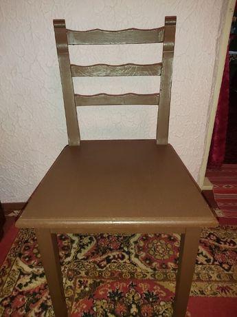 Vând șase scaune lemn pentru terasă sau sufragerie.