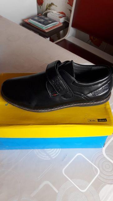 Обувь детская 35 размер ,новые,кроссовки 36р.новые.