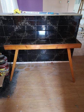 Продавам скрита маса