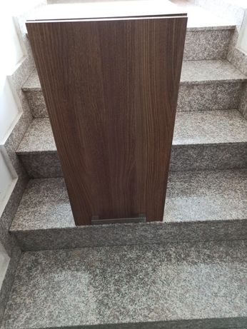 Set baie dulap suspendat si oglinda cu etajera Cersanit (culoare nuc)