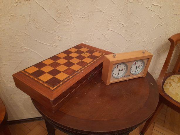 Ceas de șah și tabla veche