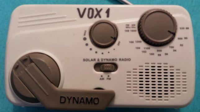 Radiou cu dinam şi acumulator