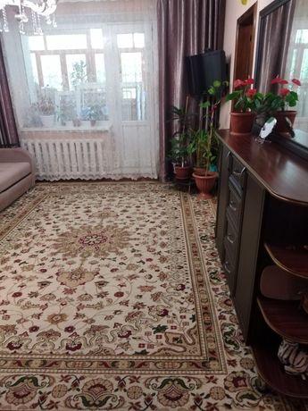 Продам шерстяной ковёр в отличном состояни размер 3 на 4